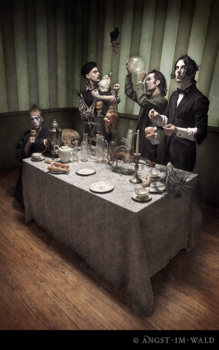 http://www.angst-im-wald.com/content/C/cinema-strange/in-studio-2006/cinema-strange-09.jpg